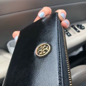 Zip Leather Continental Wallet TORY BURCH